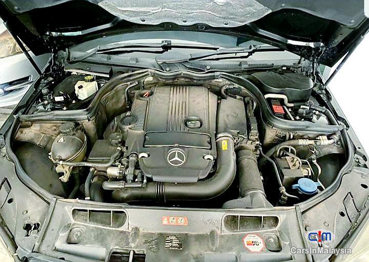 Mercedes Benz C200 CGI 1.8-LITER LUXURY SALOON Automatic 2011 - image 14