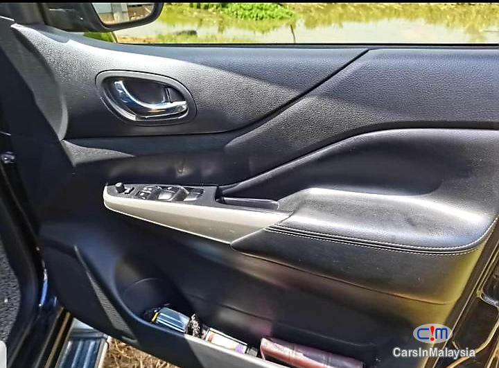 Nissan Navara 2.5-LITER DOUBLE CAB DIESEL TURBO Automatic 2017 - image 11