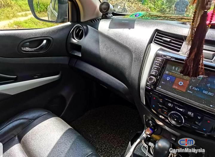 Nissan Navara 2.5-LITER DOUBLE CAB DIESEL TURBO Automatic 2017 - image 9