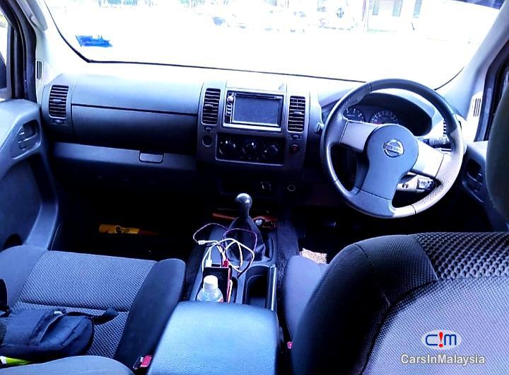 Nissan Navara 2.5-LITER DISEL TURBO 4X4 6 SPEED Manual 2013 - image 13
