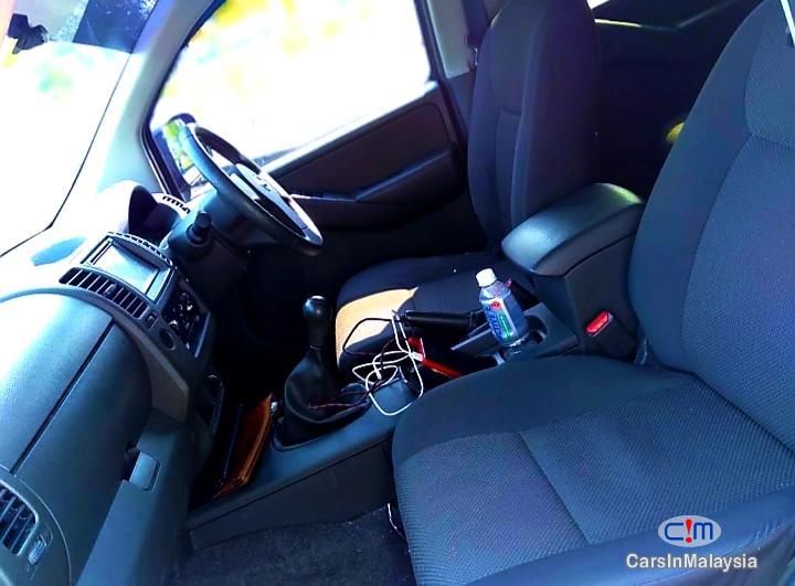 Nissan Navara 2.5-LITER DISEL TURBO 4X4 6 SPEED Manual 2013 - image 14