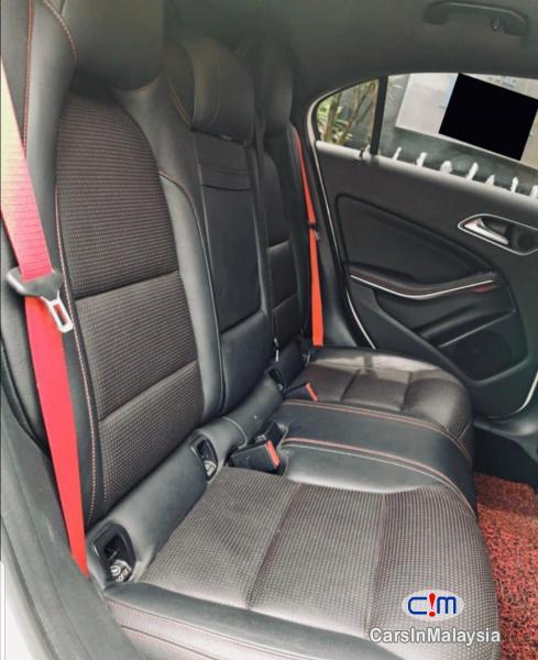Mercedes Benz A250 1.8-LITER LUXURY SPORT HATCHBACK Automatic 2013 - image 9