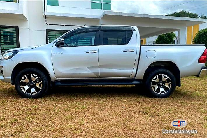 Toyota Hilux 2.4-LITER DOUBLE CAB CHASSIS 4X4 DIESEL TURBO FULLSPEC Automatic 2020 in Malaysia