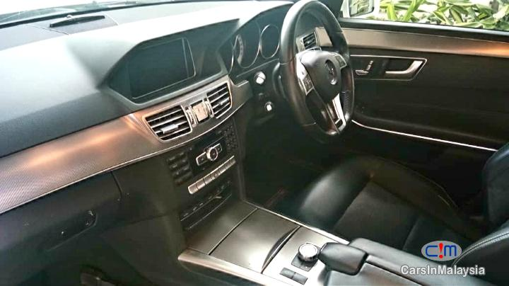 Mercedes Benz E250 CGI 2.0-LITER TURBO LUXURY SEDAN Automatic 2016 in Pahang - image