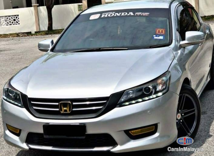 Picture of Honda Accord 2.0-LITER LUXURY SEDAN Automatic 2013
