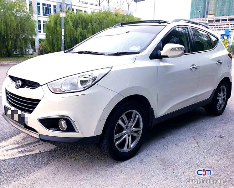 Pictures of Hyundai Tucson 2.0-LITER 5 SEATERS SUV Automatic 2013