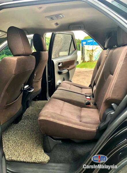 Toyota Fortuner 2.4-LITER 4X4 LUXURY FAMILY SUV 7 SEATER Automatic 2016 - image 10