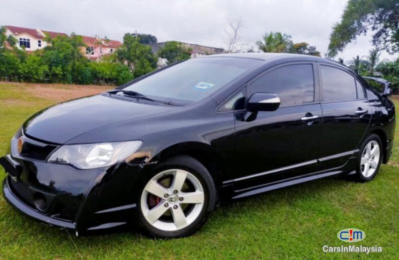 Honda Civic 2.0-LITER LUXURY SEDAN Automatic 2010 - image 10
