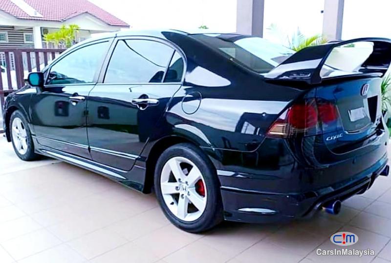 Honda Civic 2.0-LITER LUXURY SEDAN Automatic 2010 - image 9