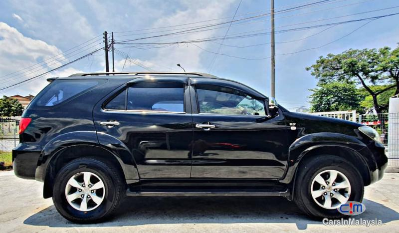 Toyota Fortuner 2.7-LITER 4WD SUV TURBO Automatic 2007 - image 11