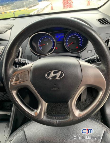Hyundai Tucson 2.0-LITER SUV FULLSPEC Automatic 2010 - image 13