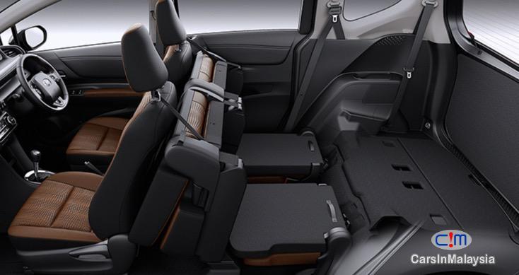 Toyota Sienta 1.5V Automatic 2017 - image 13