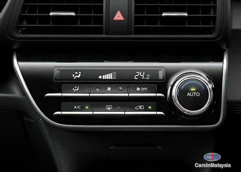 Toyota Sienta 1.5V Automatic 2017 - image 16