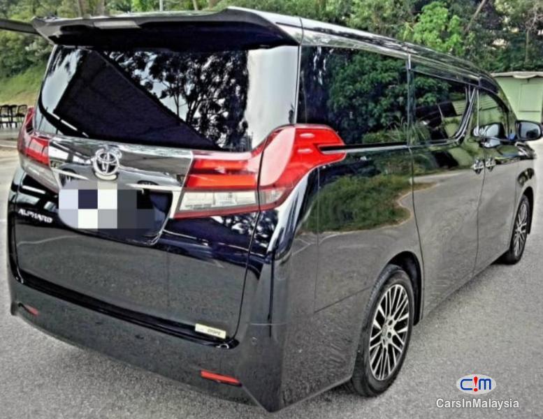 Toyota Alphard 2.5-LITER LUXURY FAMILY MPV Automatic 2015