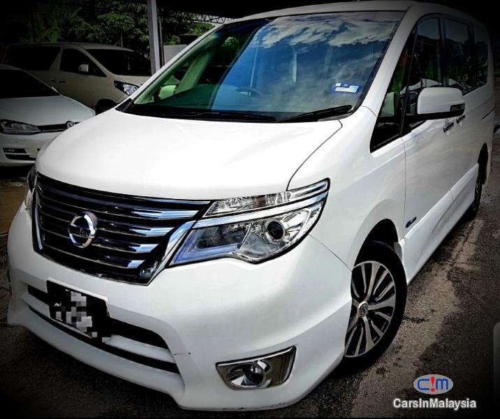 Nissan Serena Hybrid 2.0 Auto MPV Automatic 2015