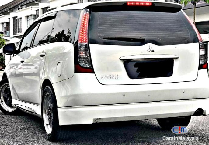 Picture of Mitsubishi Grandis 2.4-LITER HIGH FULL SPEC FAMILY MPV Automatic 2009
