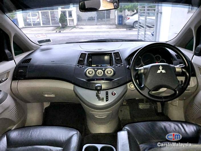 Mitsubishi Grandis 2.4-LITER HIGH FULL SPEC FAMILY MPV Automatic 2009 in Malaysia