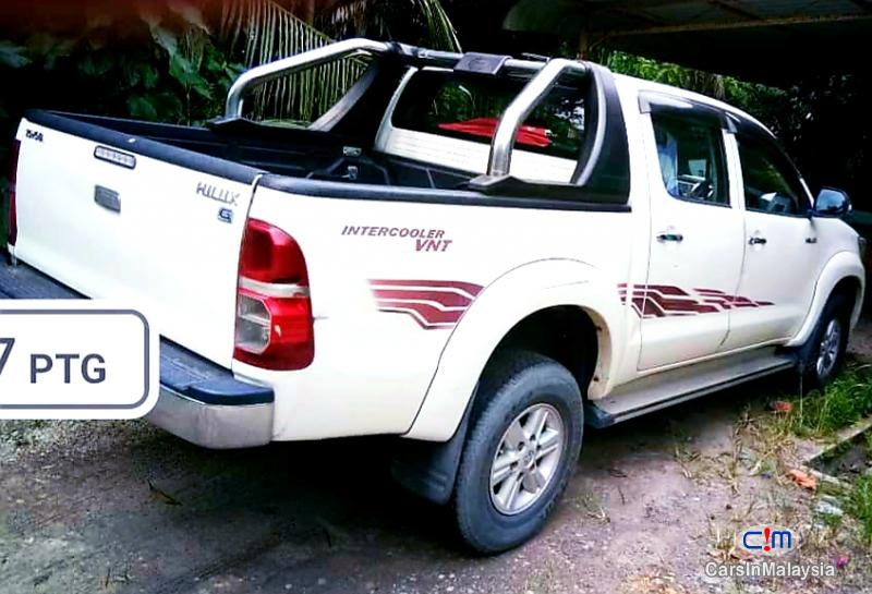 Picture of Toyota Hilux 2.5 4X4 TURBO DIESEL AUTO Automatic 2013