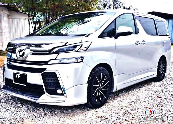 Toyota Vellfire 2.5-LITER LUXURY FAMILY SUV Automatic 2015