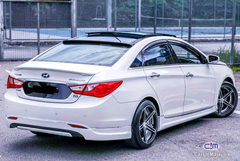 Pictures of Hyundai Sonata 2.0-LITER LUXURY SEDAN Automatic 2011