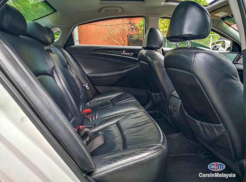 Hyundai Sonata 2.0-LITER LUXURY SEDAN Automatic 2011 - image 7