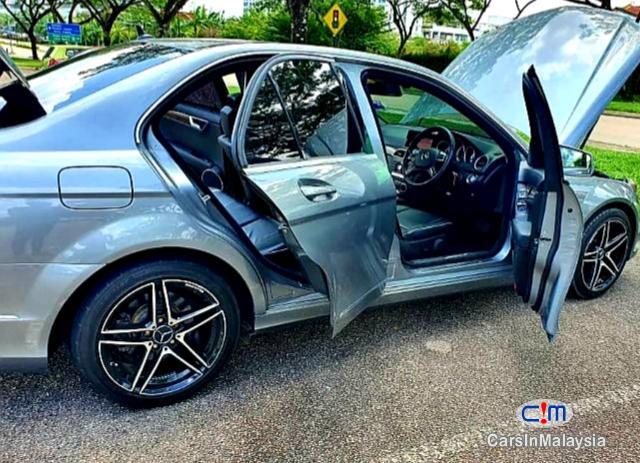 Mercedes Benz C250 CGI 1.8-LITER TURBO LUXURY SEDAN Automatic 2011 - image 12
