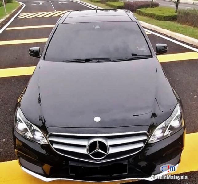 Mercedes Benz E300 2.1-LITER TURBO DIESEL LUXURY SEDAN Automatic 2014 - image 15