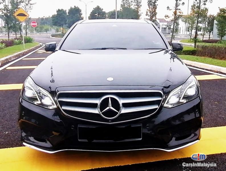 Mercedes Benz E300 2.1-LITER TURBO DIESEL LUXURY SEDAN Automatic 2014 in Selangor