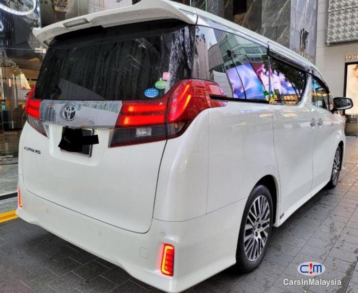 Toyota Alphard 2.5-LITER LUXURY FAMILY MPV 7 PILOT SEATERS Automatic 2016