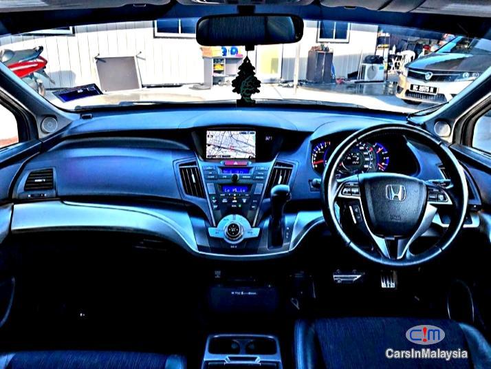 Honda Odyssey 2.4-Liter Luxury Family MPV 7 Seater Automatic 2014 - image 11