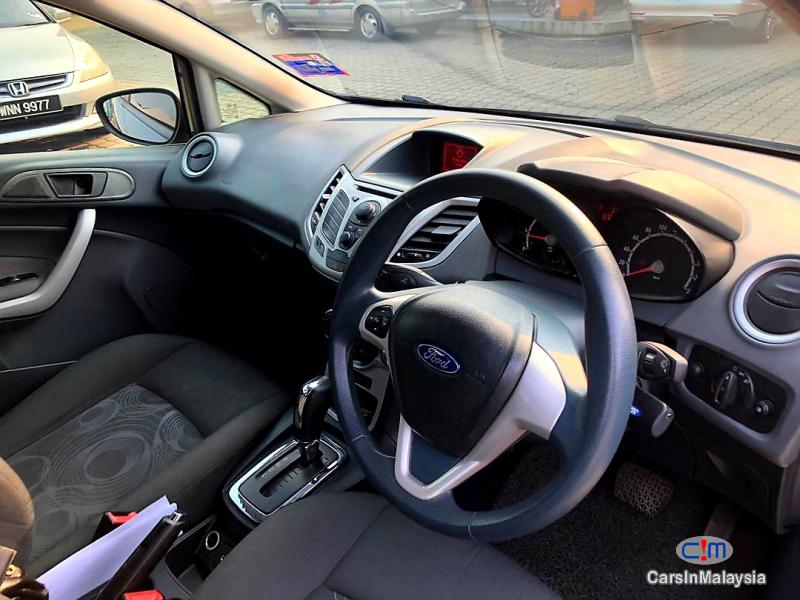 Ford Fiesta 1.6-LITER ECONOMY SEDAN Automatic 2011 - image 10