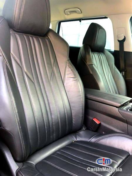 Peugeot 5008 1.6-LITER LUXURY SUV 7 SEATER Automatic 2018 - image 9