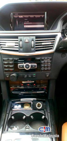 Mercedes Benz E250 CGI 1.8-LITER LUXURY SEDAN Automatic 2012 - image 11
