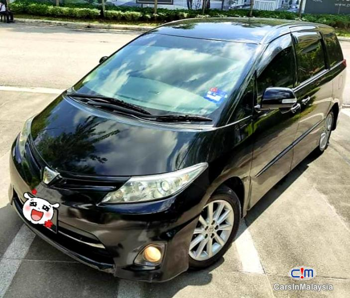 Pictures of Toyota Estima 2.5-LITER 7 SEATER FAMILY MPV Automatic 2015