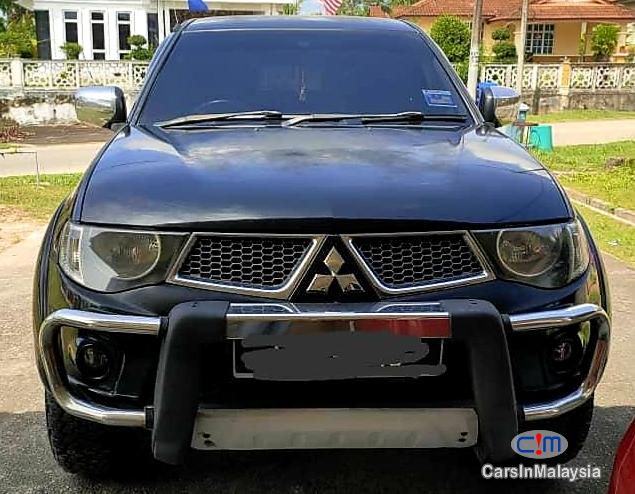 Mitsubishi Triton 3.2-LITER 4X4 DIESEL DOUBLE CAB CASIS Automatic 2012 in Johor