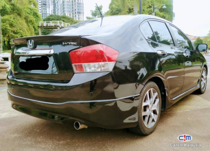 Honda City 1.5-LITER FUEL ECONOMY SEDAN Automatic 2010 - image 2