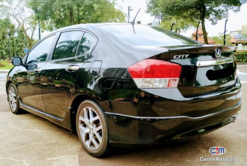 Honda City 1.5-LITER FUEL ECONOMY SEDAN Automatic 2010 - image 4