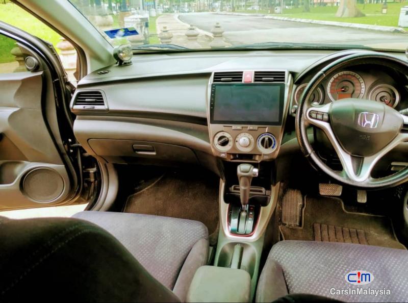 Honda City 1.5-LITER FUEL ECONOMY SEDAN Automatic 2010 - image 7