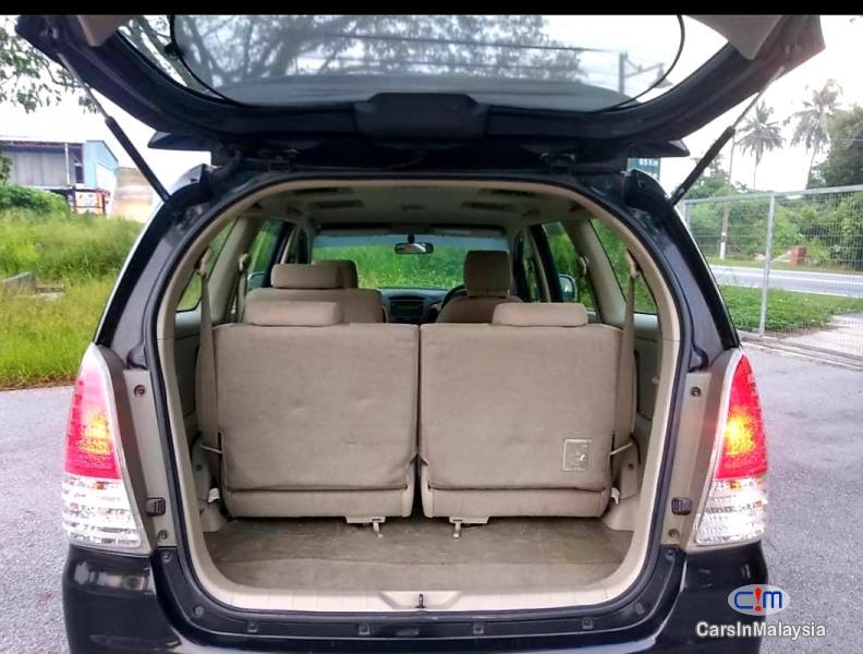 Toyota Innova 2.0-LITER ECONOMIC FAMILY SUV Automatic 2009 - image 10