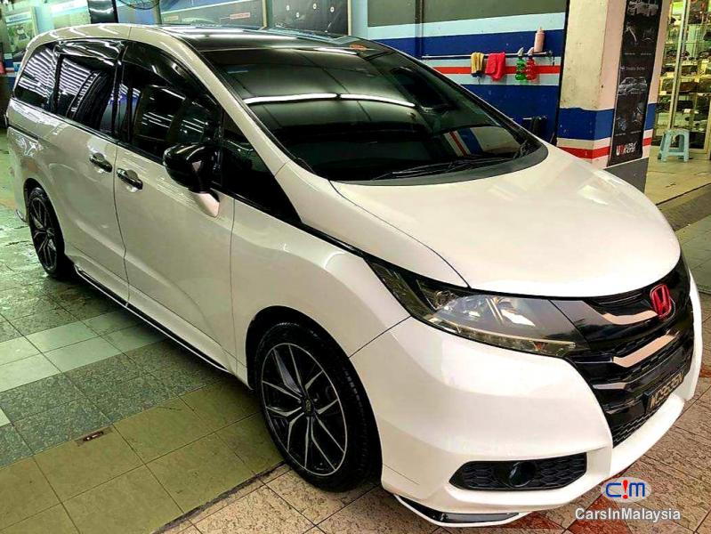 Pictures of Honda Odyssey 2.4-LITER LUXURY FAMILY SUV Automatic 2016