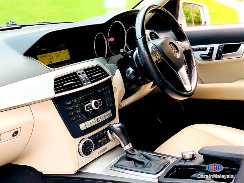 Mercedes Benz C250 CGI 1.8-LITER LUXURY SEDAN Automatic 2012 - image 10