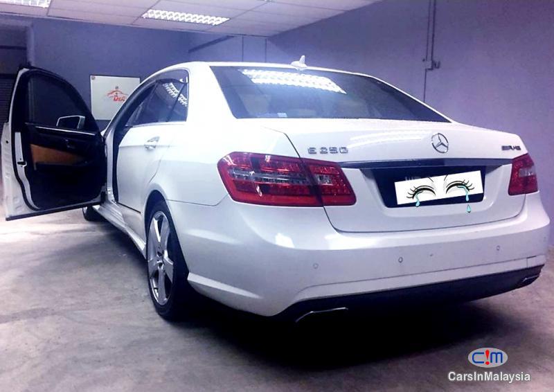 Mercedes Benz E250 CGI 1.8-LITER LUXURY CGI TURBO SEDAN Automatic 2012 - image 12