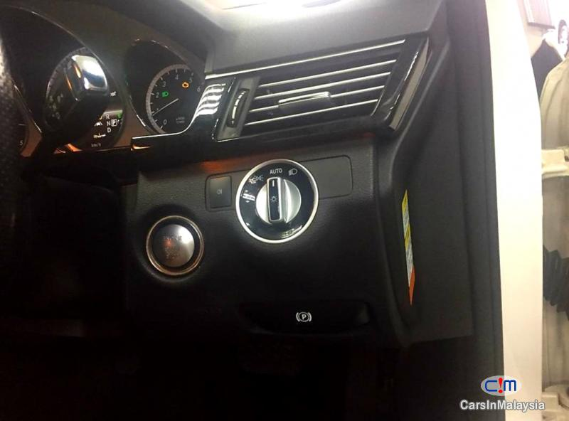 Mercedes Benz E250 CGI 1.8-LITER LUXURY CGI TURBO SEDAN Automatic 2012 - image 9