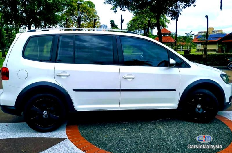 Volkswagen Cross Touran 1.4-LITER TSI FUEL SAVER FAMILY MPV Automatic 2012 - image 12