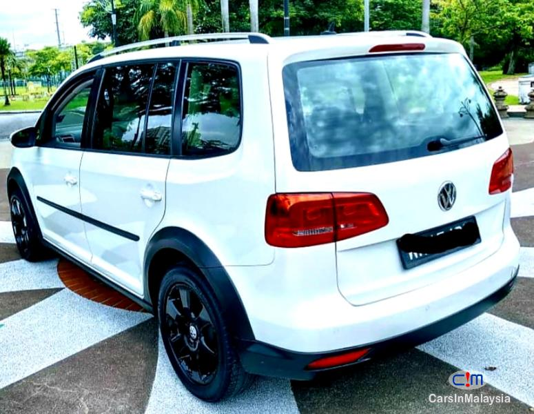 Volkswagen Cross Touran 1.4-LITER TSI FUEL SAVER FAMILY MPV Automatic 2012 - image 13