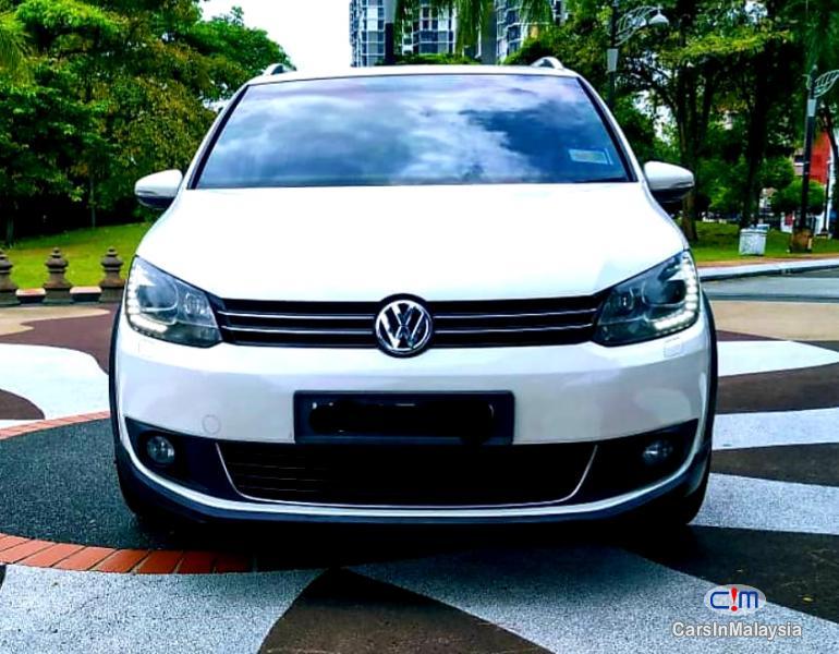 Volkswagen Cross Touran 1.4-LITER TSI FUEL SAVER FAMILY MPV Automatic 2012 - image 15