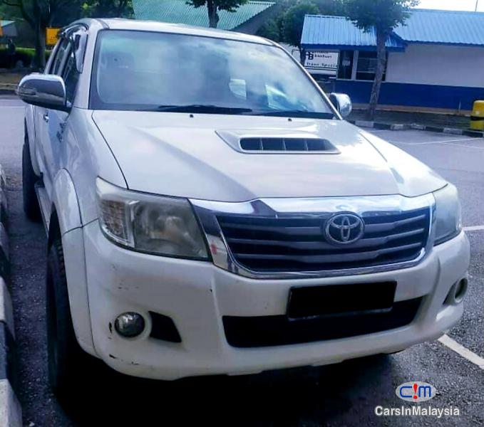Pictures of Toyota Hilux 2.5-LITER 4WD CAB CHASSIS DIESEL TURBO Automatic 2013
