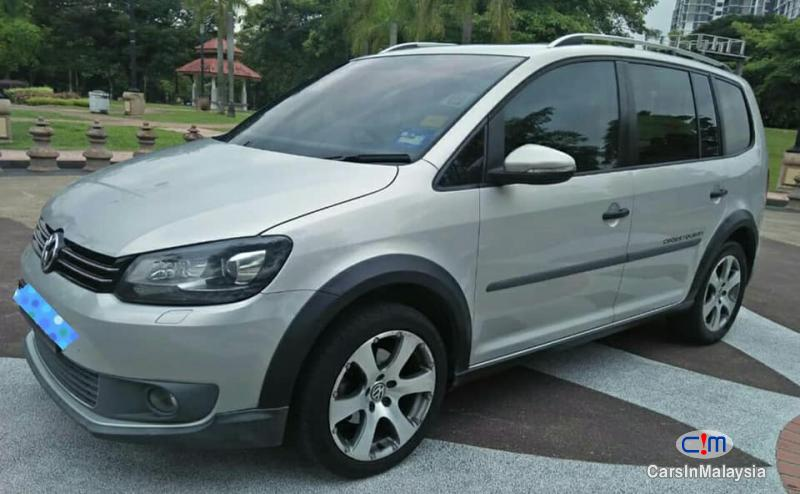 Picture of Volkswagen Cross Touran Automatic 2012