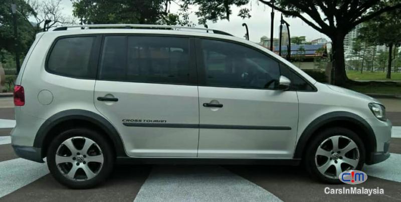 Volkswagen Cross Touran Automatic 2012 - image 2