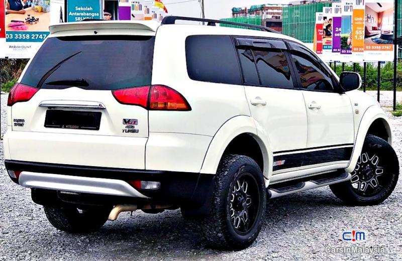 Mitsubishi Pajero Sport 2.5-LITER FAMILY 4X4 4WD DIESEL SUV Automatic 2013